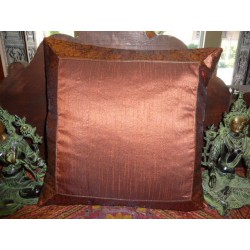 funda 40x40 marron oscuro taffetas bord brocado