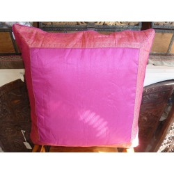 funda 60x60 borde fucsia brocado