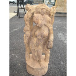 gran estatua de piedra Devdasis